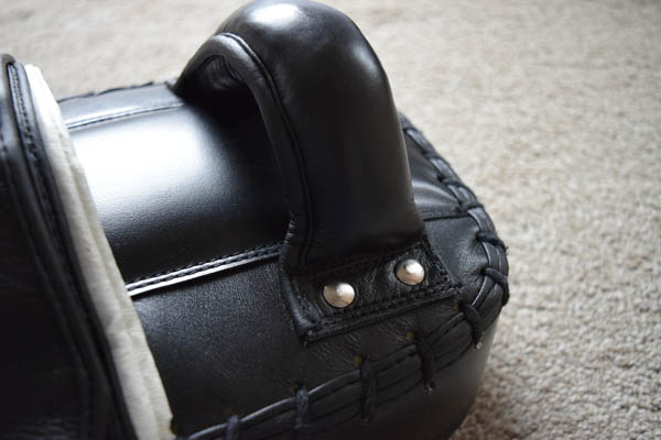 firepower-angled-thai-pads-handle