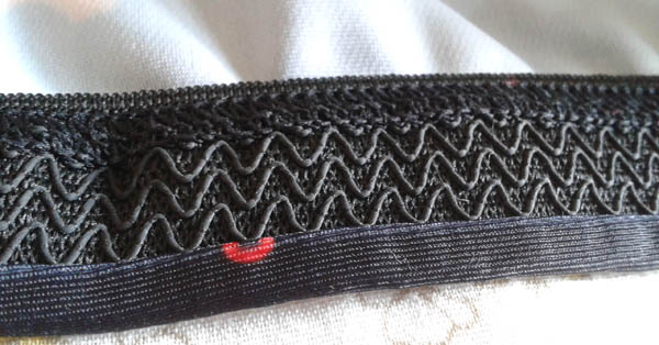 Rubber trim on the inside hem to stop the rash guard from riding up