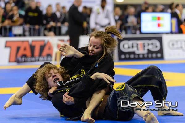 vanessa-english-bjj-armbar